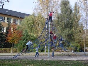 Schulhof Lautenbergschule, Seilzirkus